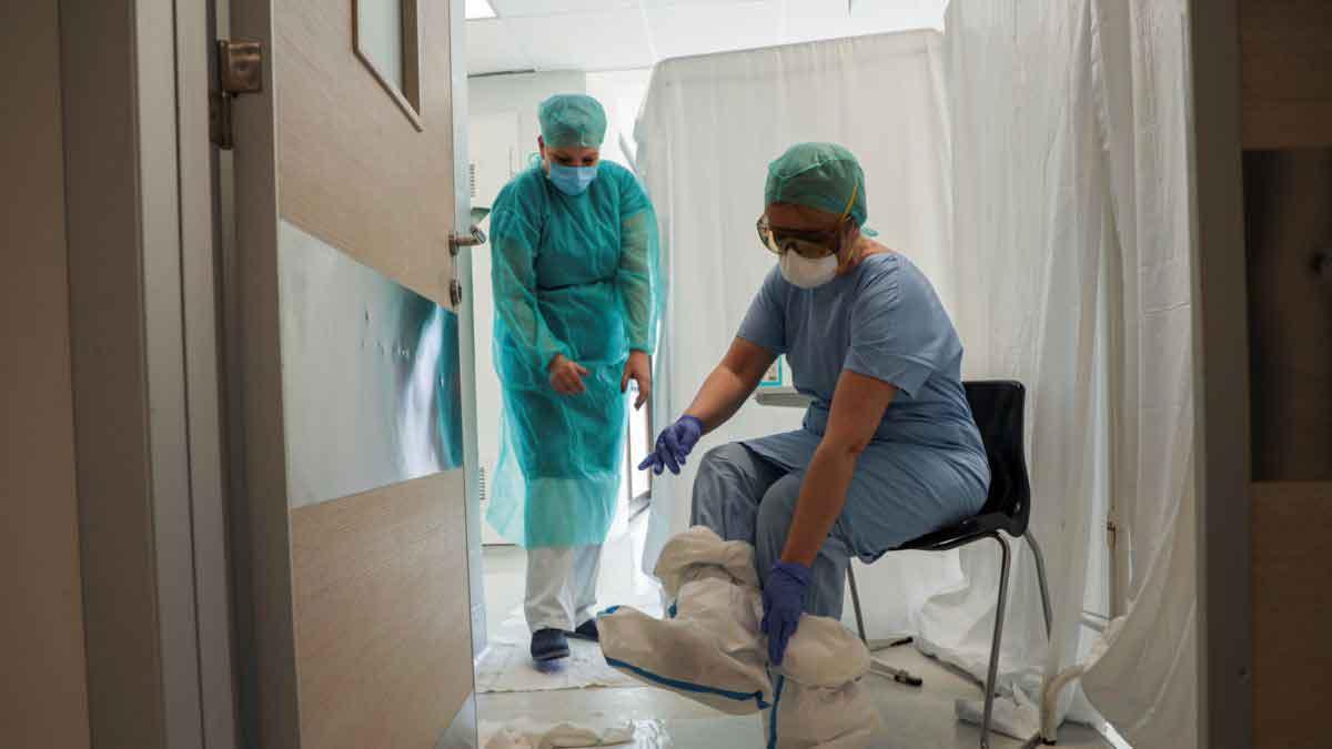 Cinci angajaţi în domeniul sanitar infectaţi cu COVID-19