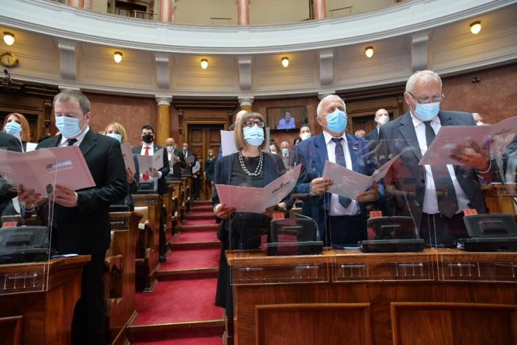 S-a constituit noul Parlament