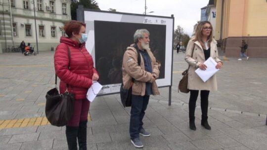 """ZRENIANIN: Expoziția """"Cum văd viața în pandemie"""" a fost deschisă publicului în centrul civic"""