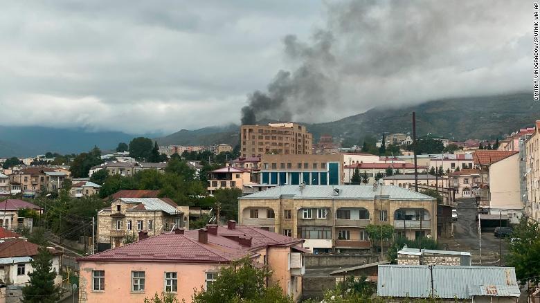 Armenia şi Azerbaidjan trag cu rachete în ţinte civile