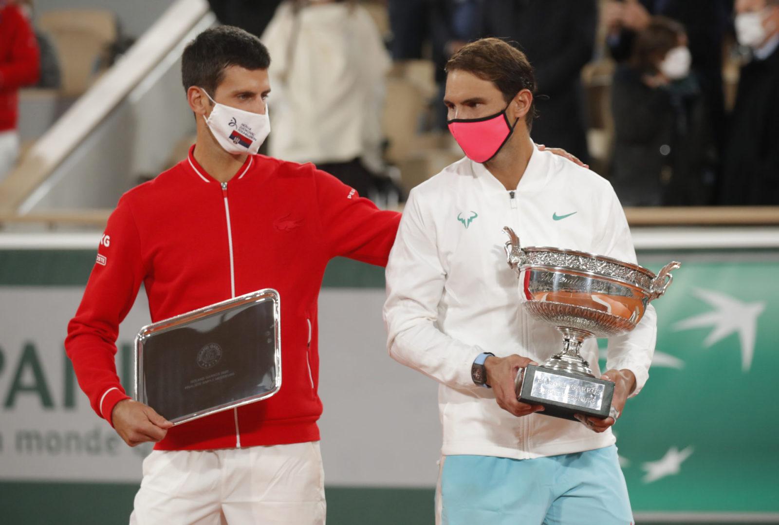 Nadal l-а egalat pe Federer, Đoković în genunchi