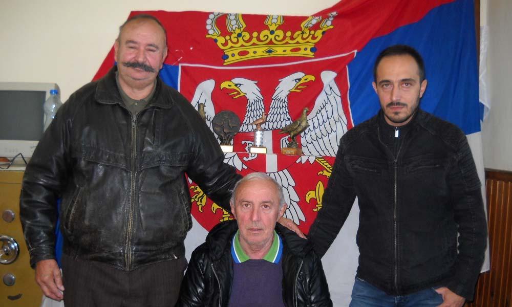 Trei crescători de porumbei voiajori: Petru Cojocar, Tiberiu Cioloca și Mircea Dalea din Nicolinț