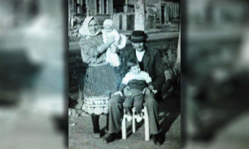 Copilăria petrecută alături de bunici rămâne în sufletele noastre