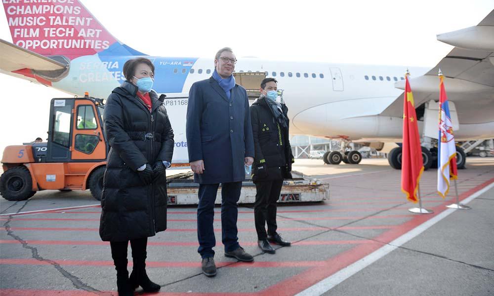 În Serbia a ajuns un milion de doze de vaccin din China