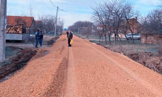 A început asfaltarea străzilor