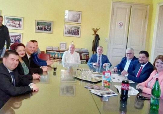 """Vizita înaltei delegații din România la sediul C.P.E. ,,Libertatea"""" din Panciova"""