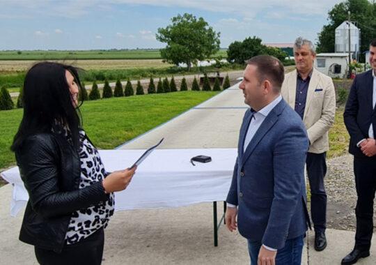 Secretarul Božić la Banatski Dvor a înmânat subvenţii fermierilor