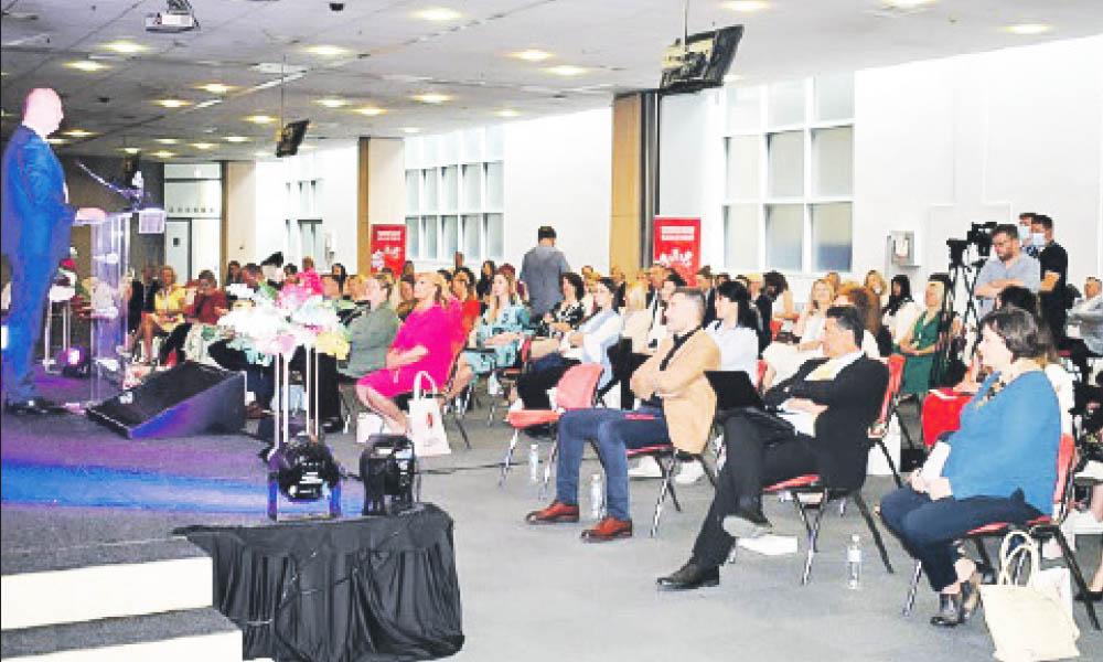 """A fost inaugurată cea de-a cincea Conferinţă Profesională """"Business-ul pe tocuri"""""""