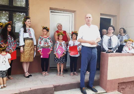 """Asociația Femeilor  ,,Bunicuțele"""" a sărbătorit Ziua Universală a Iei și Sânzienele"""