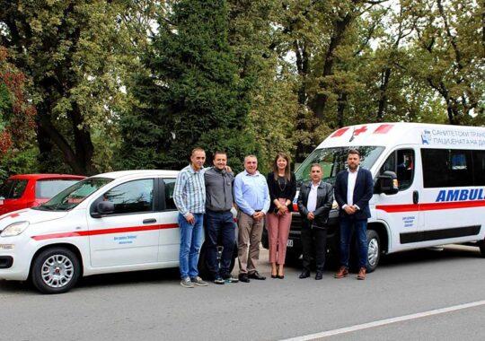 Două ambulanţe pentru transportul bolnavilor la spital
