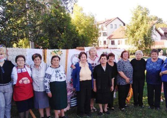 """Prin expoziții şi manifestări reuşite, Asociaţia femeilor ,,Bunicuţele"""" din Uzdin transmit dragostea față de tradiție și obiceiuri"""